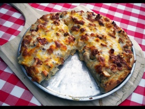 A5 Recipes- Grilled Chicken & Bacon PIzza with Cream Sauce